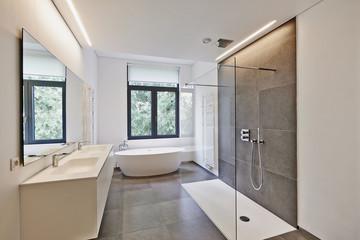 浴室は水の気を持ち、健康運や愛情運、金運に影響を与える場所です。洗面所は水と火の気を持ち、ビューティ運や金運を司る場所です。