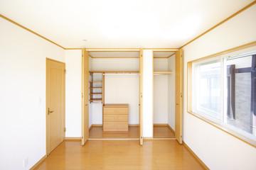 クローゼットや押し入れなど、あなたの家の収納はどうなっていますか?「どうせ見えないから…」とついつい手を抜きがちですが、【収納風水】という観点では重要な場所です。